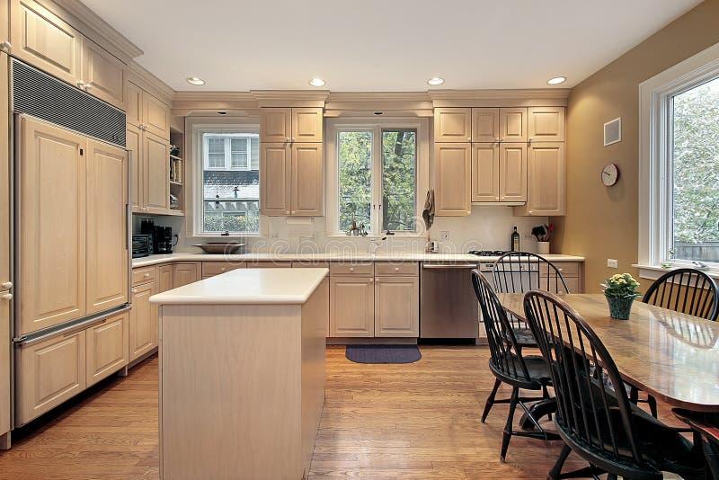 дуб кухни cabinetry стоковая фотография rf