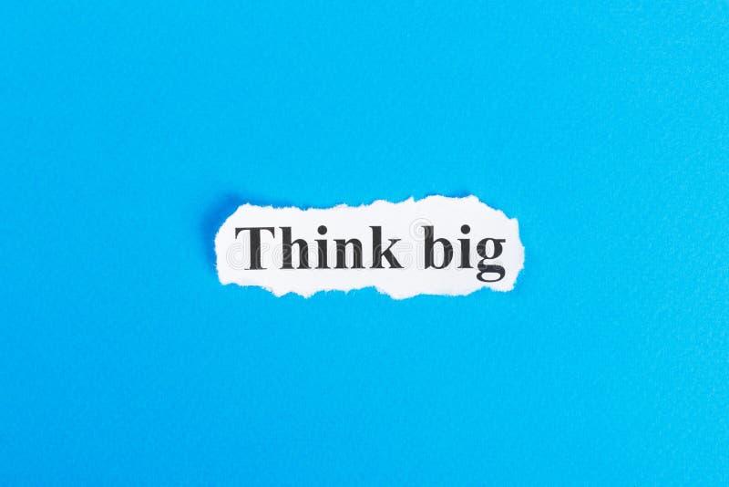Думайте большой текст на бумаге Слово думает большой на сорванной бумаге текст остальных изображения figurine принципиальной схем иллюстрация штока