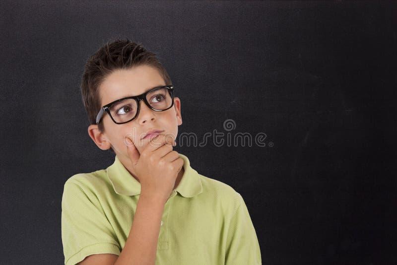 Думать молодого человека стоковое изображение