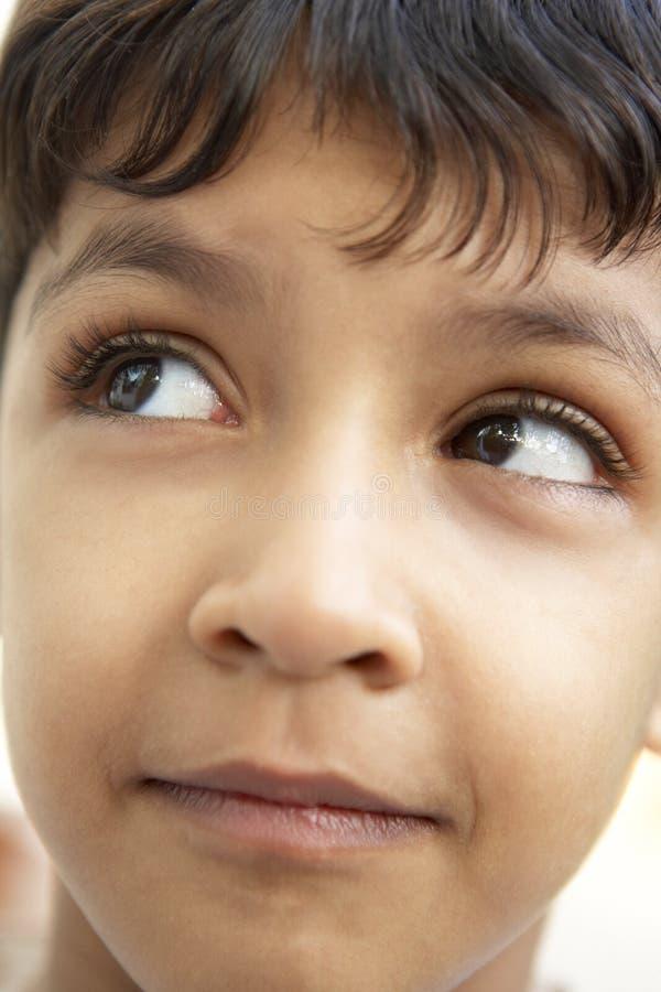 думать портрета мальчика стоковое изображение