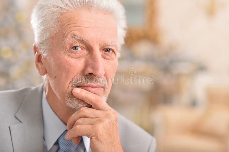 думать старшия человека стоковое изображение