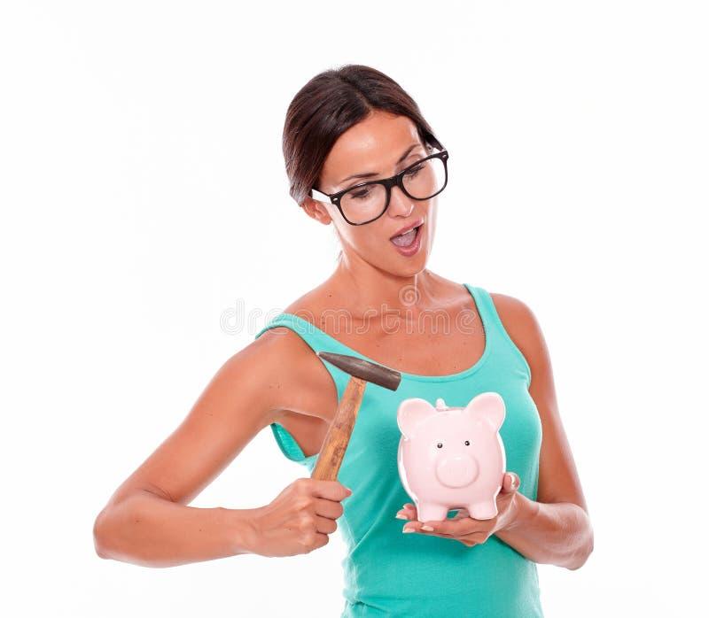 Думая женщина с розовой копилкой стоковое фото rf