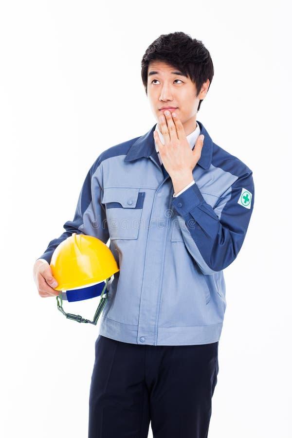 Думая молодой азиатский инженер стоковое изображение rf
