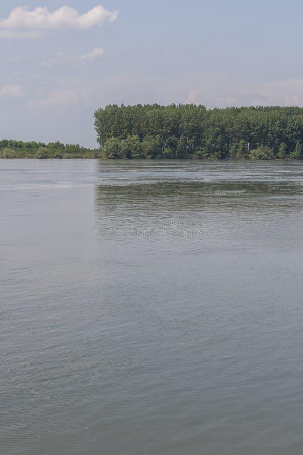 Дунай, пропуская через городок Silistra, Болгария стоковые изображения rf