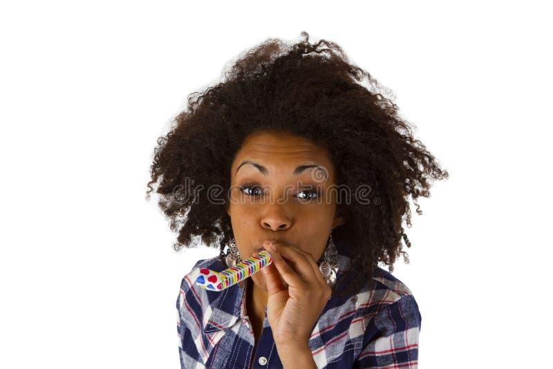 Download Дуновение молодой женщины в Partyhorn Стоковое Фото - изображение насчитывающей усмехаться, довольно: 33728078
