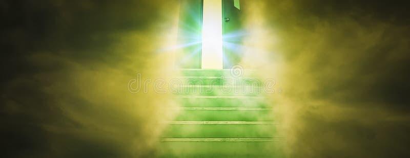 Духовная прогулка к раю с лестницами водя прямо в дверь бога, концепци стоковое изображение