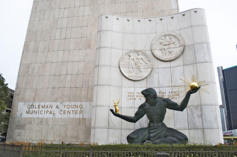 Дух статуи и Coleman Детройта молодой муниципальный центр стоковое изображение rf