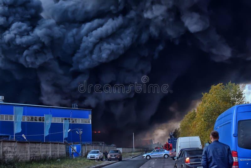 Душа дым и сажа в огнях стоковые фото