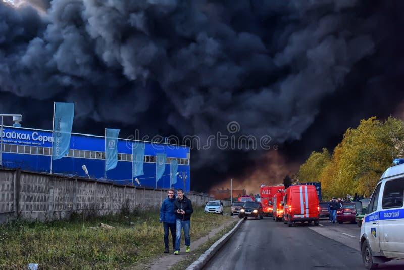 Душа дым и сажа в огнях стоковые изображения