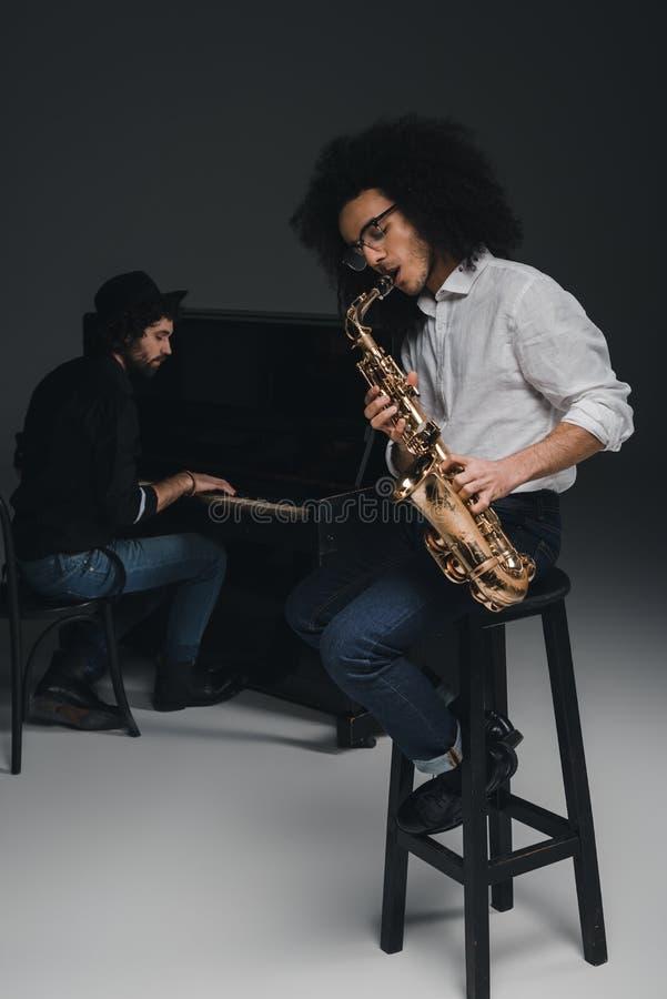 Дуэт музыкантов стоковая фотография