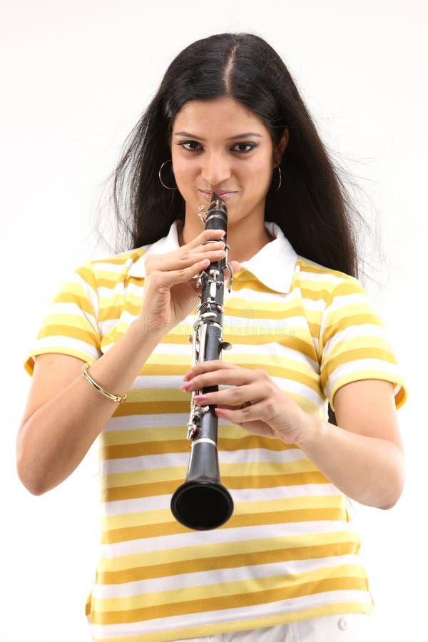 дуя девушка кларнета подростковая стоковое фото rf