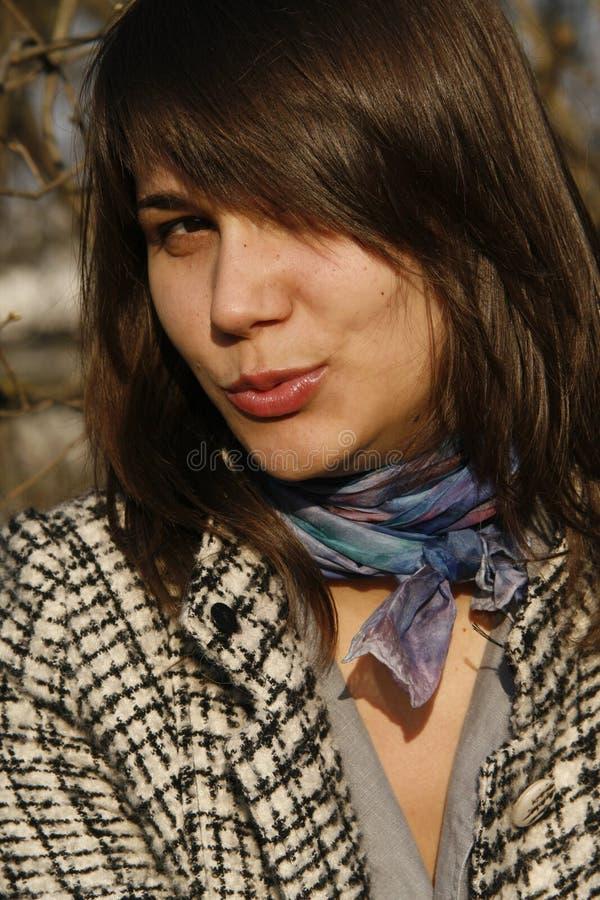 дуя женщина поцелуя молодая стоковая фотография rf