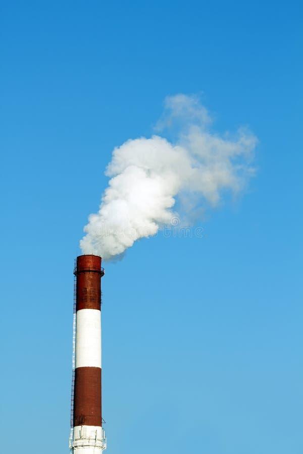 дым трубы фабрики стоковое изображение. изображение насчитывающей дым -  16594441