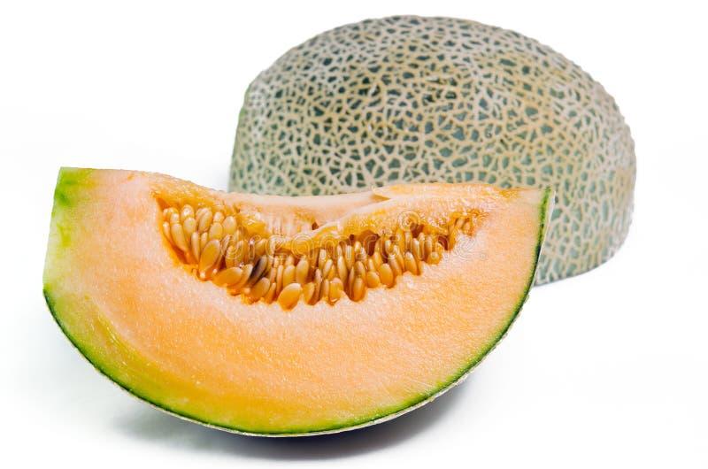 Дыня канталупы или Charentais с половиной и семена на белизне стоковое фото