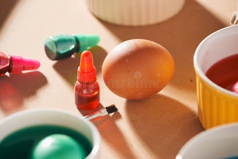 Дюжина яя в коробке, использовали краски акварели стоковые фотографии rf
