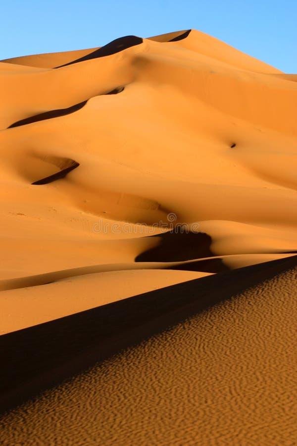 Download дюна большая стоковое изображение. изображение насчитывающей trekking - 491363