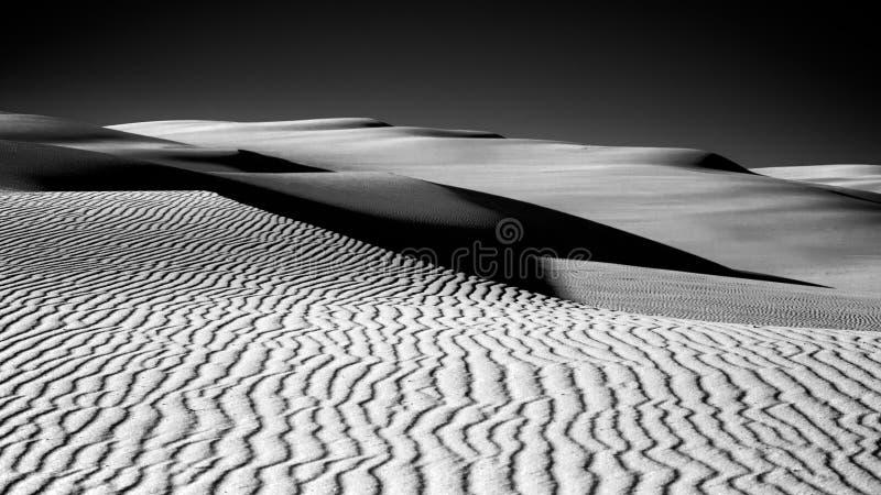 Дюны в тени стоковая фотография