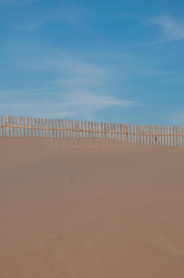 Download дюны пляжа свой песок ландшафта Стоковое Изображение - изображение насчитывающей сезон, холм: 18385223