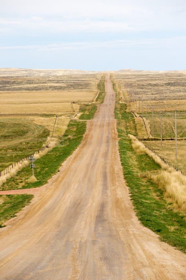 Длинная прямая грязная улица в Северной Каролине, Америке стоковое изображение rf