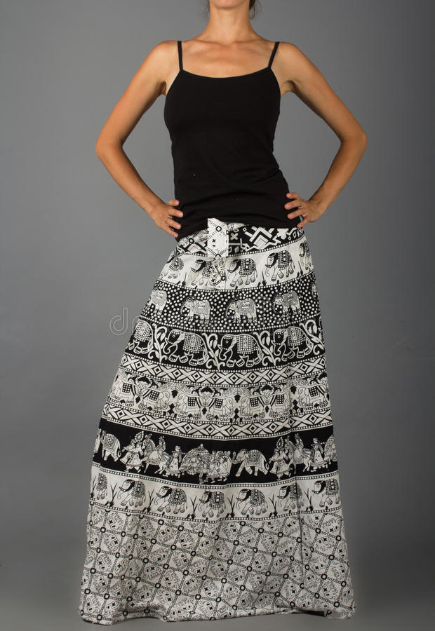 Длинная юбка с восточным орнаментом стоковое изображение
