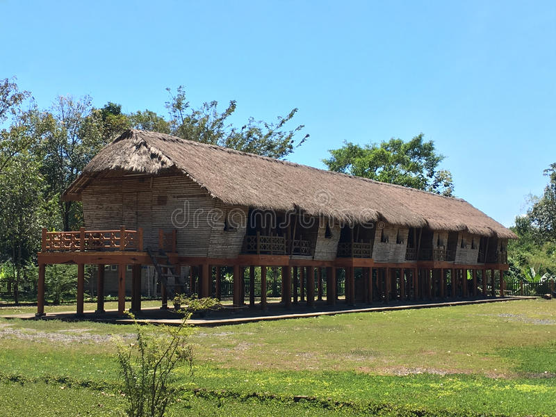Длинный загородный дом в Юго-Восточной Азии стоковое изображение rf