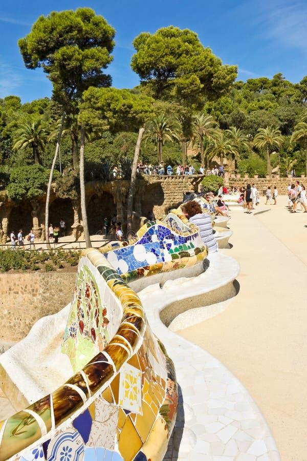 Download Длинный стенд конструировал Gaudi в парке Guell Редакционное Фотография - изображение насчитывающей место, модернизм: 37925367