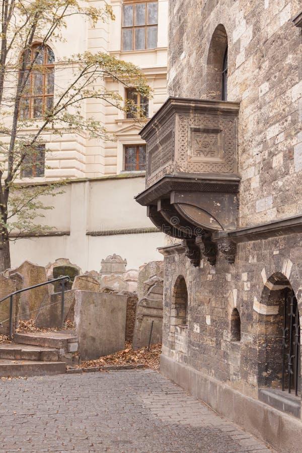 еврейская четверть Прага, чехия, старый городок в ретро зиме стиля, холодный тонизировать изображения цвета Европы с космосом для стоковые изображения