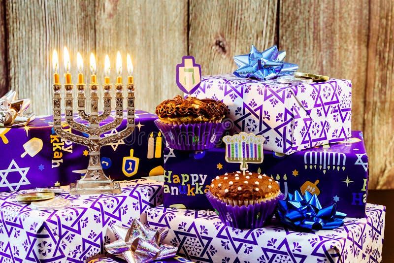 Download еврейский натюрморт Хануки праздника составил элементов фестиваль Chanukah Стоковое Фото - изображение насчитывающей hanukkah, отчужденного: 81807650