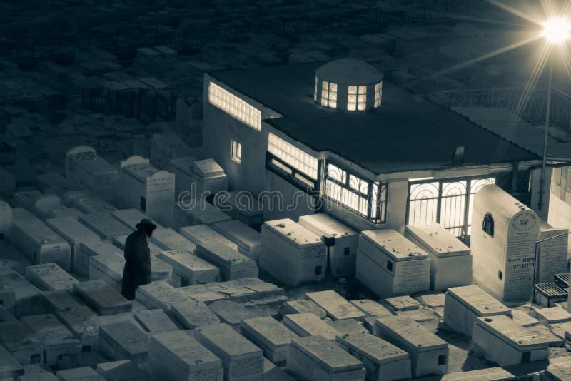 Еврейский силуэт человека - кладбище - старый Иерусалим стоковое изображение rf