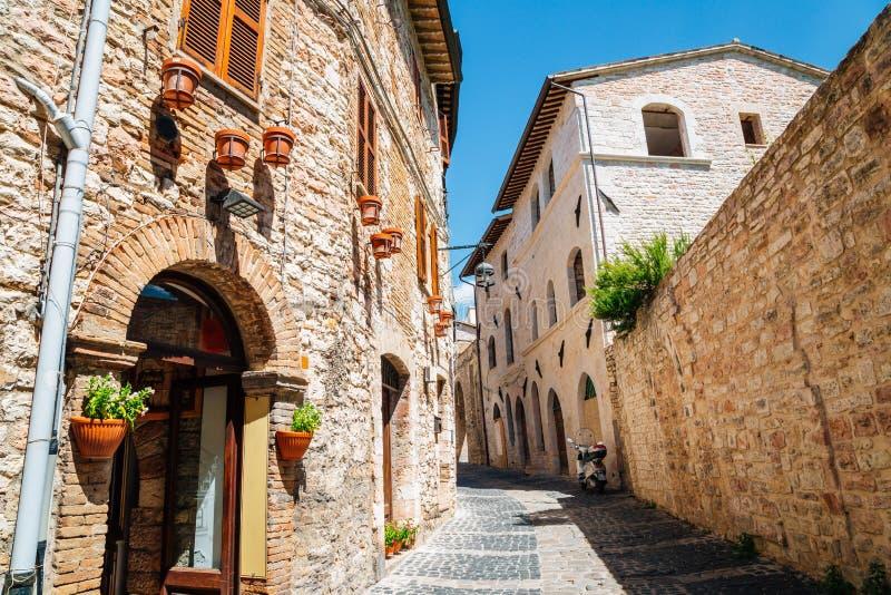 Европейская улица в Assisi, Италии стоковые фото