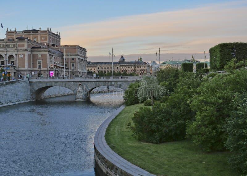 Европейские столицы Стокгольм современный и старинные здания стоковые фото