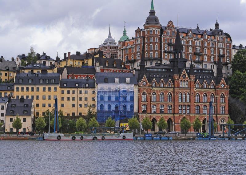 Европейские столицы Стокгольм современный и старинные здания стоковые изображения rf