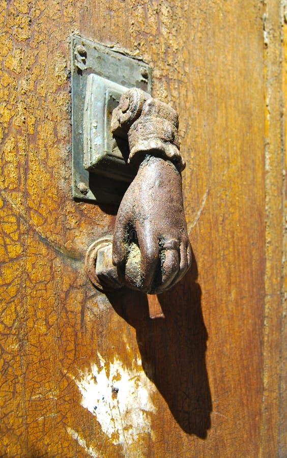 Европейский античный Knocker двери стоковая фотография rf