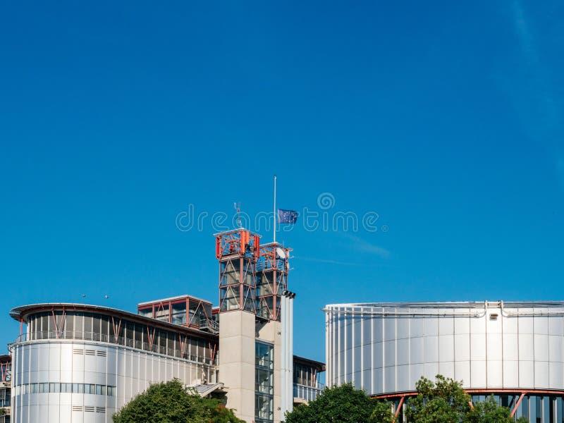 Европейский суд по правам человека при флаг EC Полу-рангоута развевая внутри стоковое изображение rf