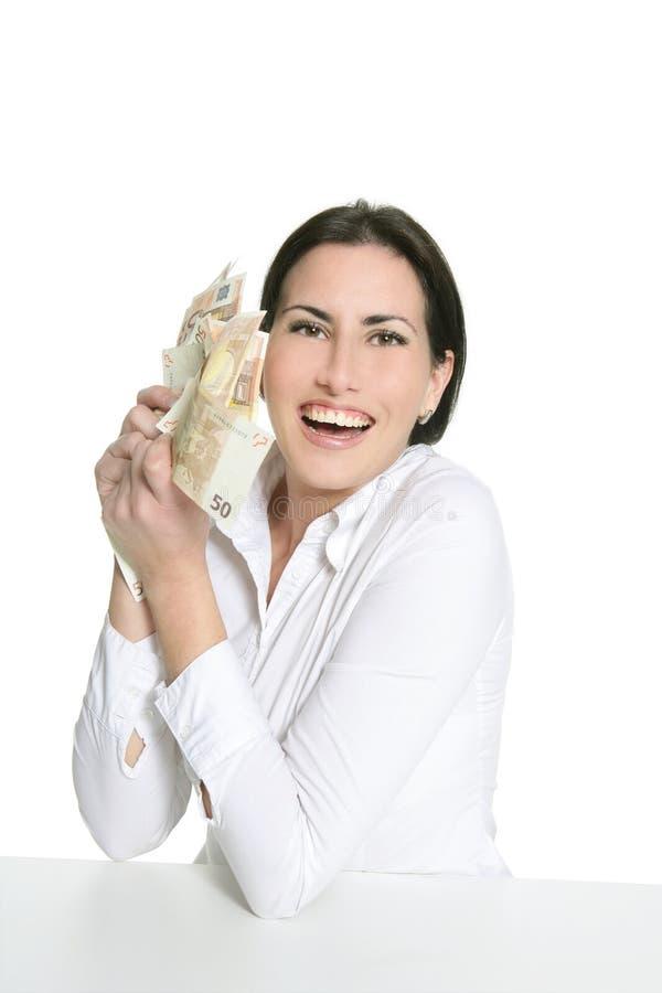 евро брюнет вручает счастливую женщину примечаний стоковое изображение