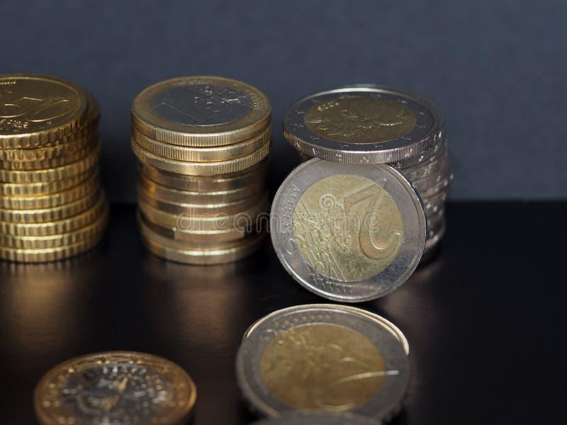 Евро чеканит кучу, предпосылку Европейского союза стоковая фотография