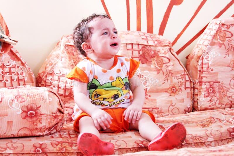 девушка бутылки младенца стоковые изображения