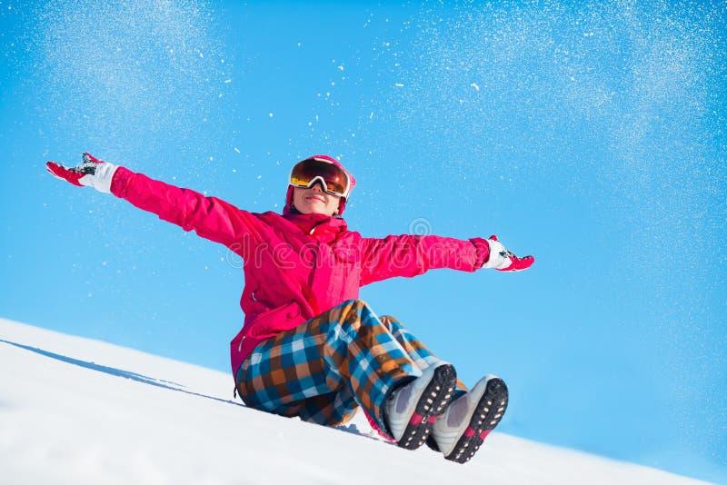 девушка играя снежок стоковое изображение rf