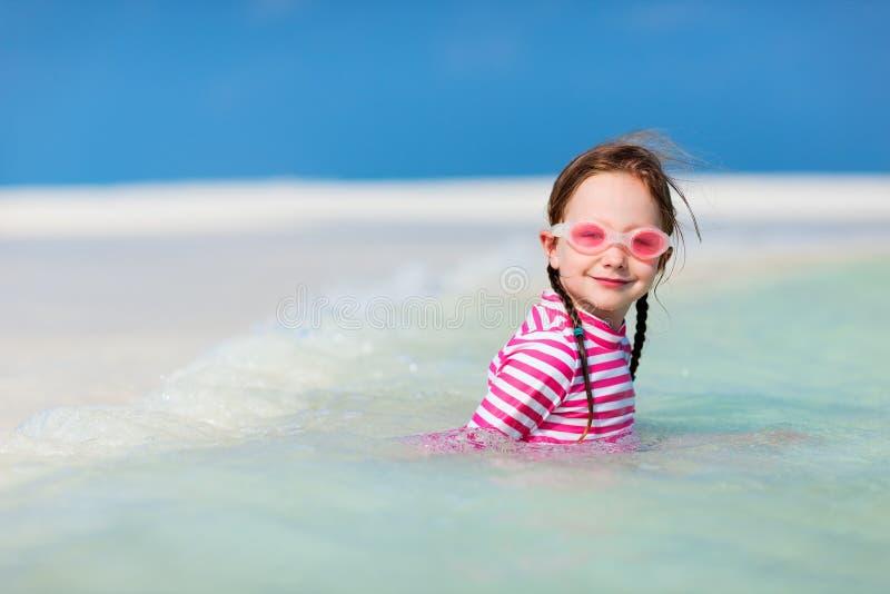 Download девушка меньшяя каникула стоковое изображение. изображение насчитывающей персона - 40576315