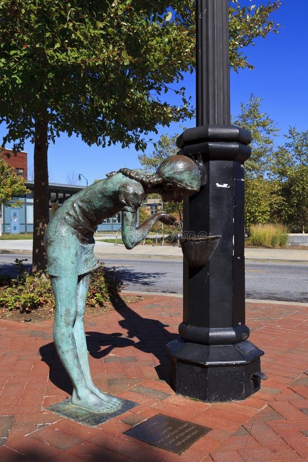 девушка меньшяя статуя стоковое изображение rf