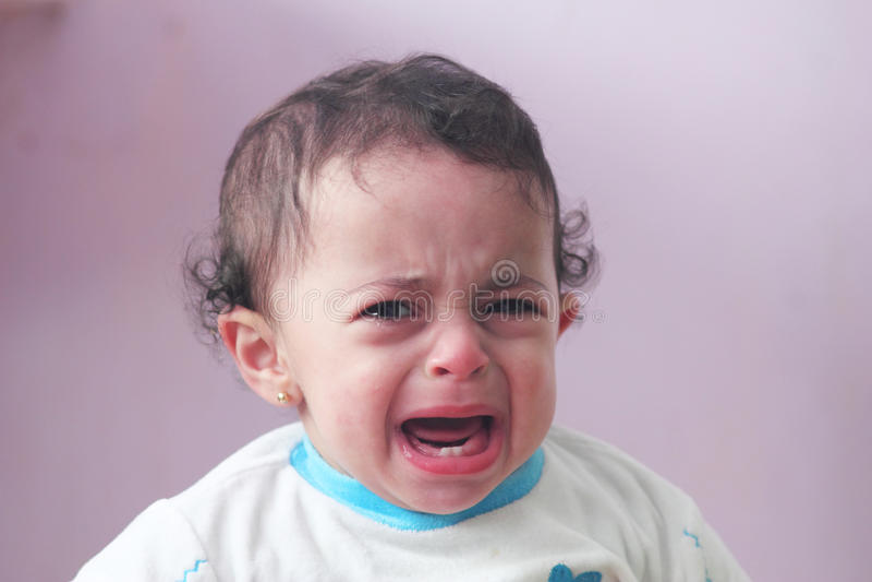 девушка младенца плача стоковое фото rf
