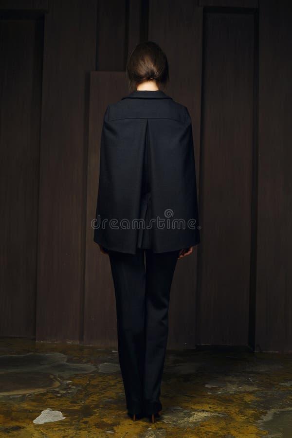 девушка привлекательных одежд модная стоковая фотография