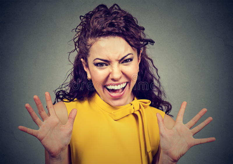 девушка радостная Очень счастливый кричать женщины стоковые фотографии rf