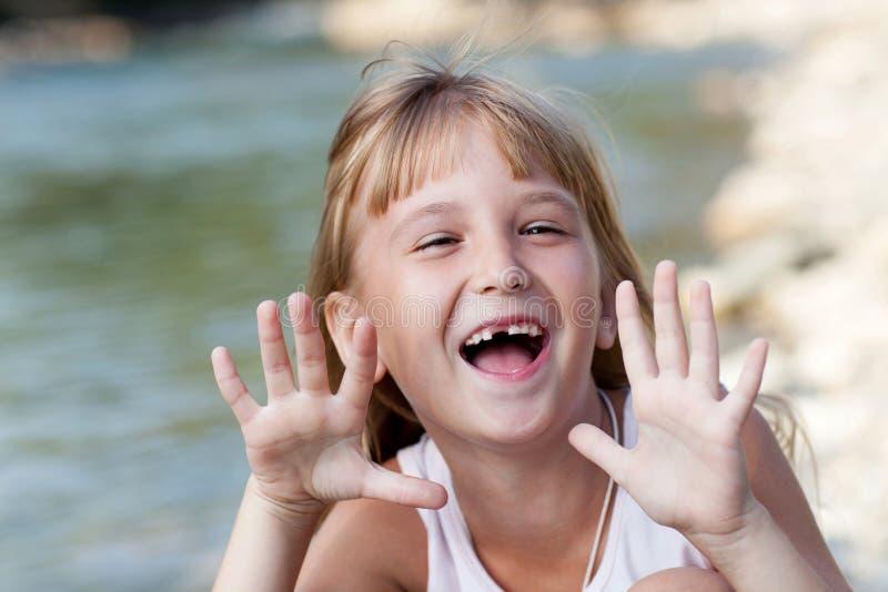 девушка счастливая немногая сь стоковое изображение