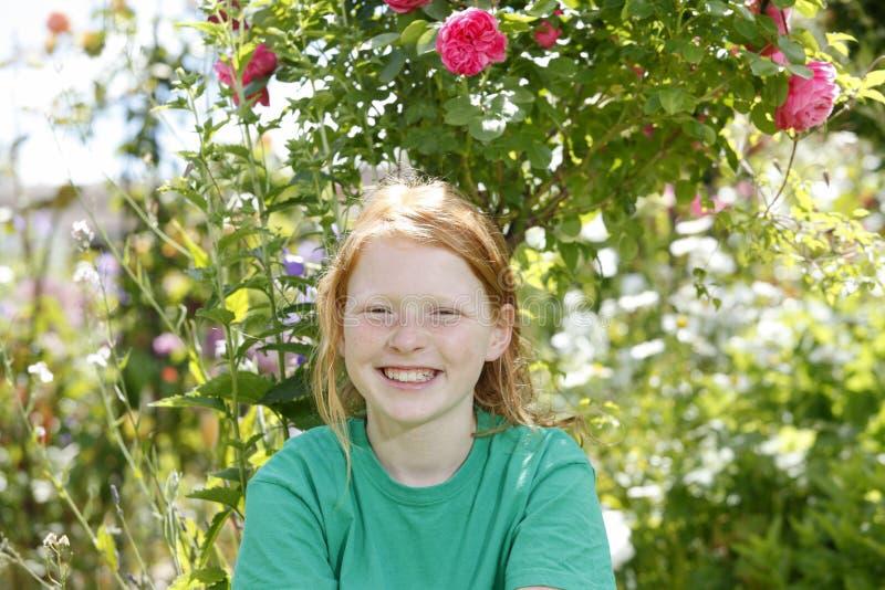 Download девушка счастливая стоковое фото. изображение насчитывающей утеха - 41651286
