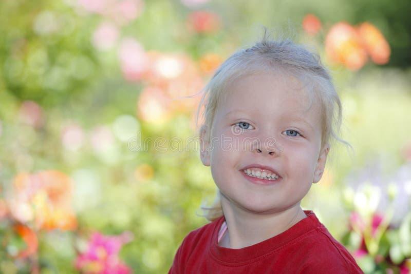 Download девушка счастливая стоковое фото. изображение насчитывающей потеха - 41651622