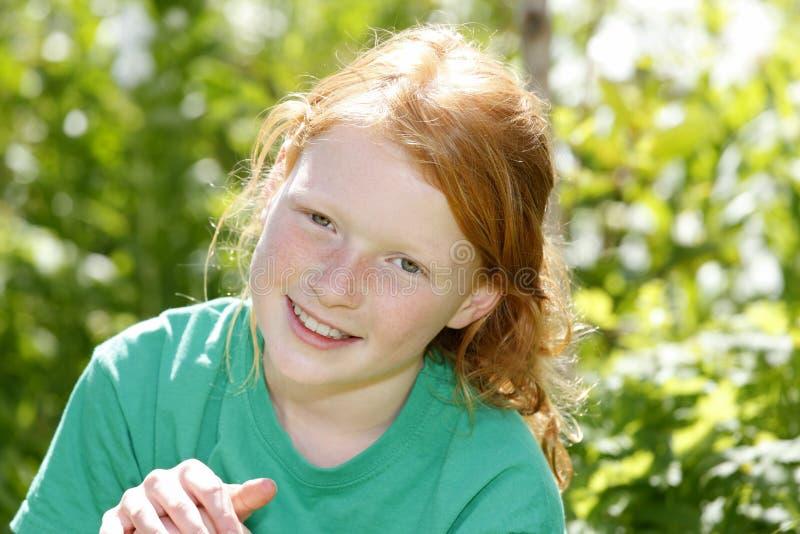 Download девушка счастливая стоковое фото. изображение насчитывающей lifestyle - 41651810