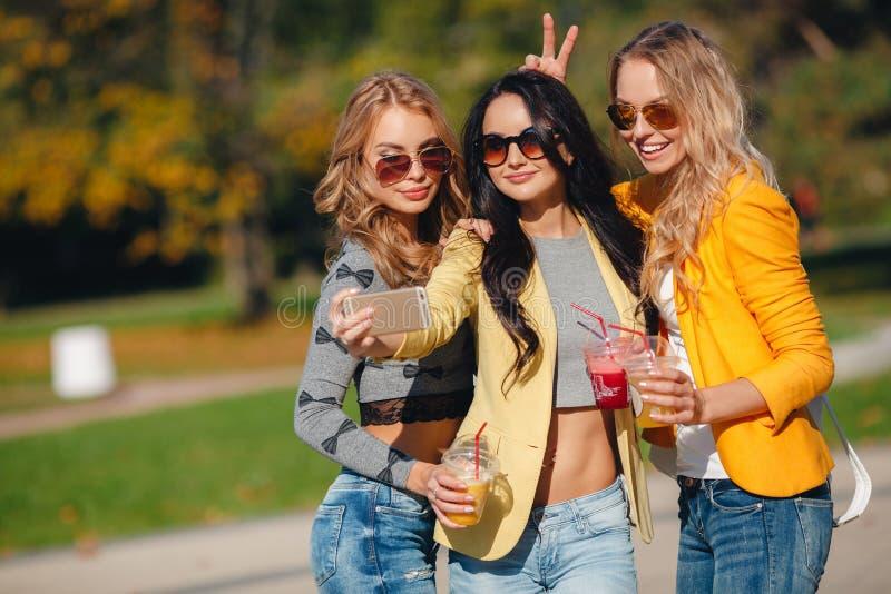 картинки прогулки с подругами