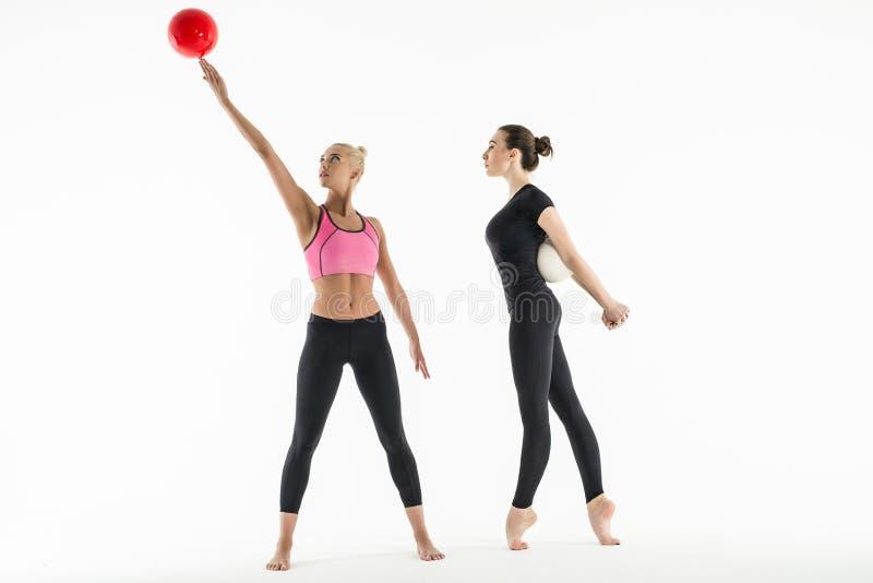 2 девушки с шариками стоковая фотография rf