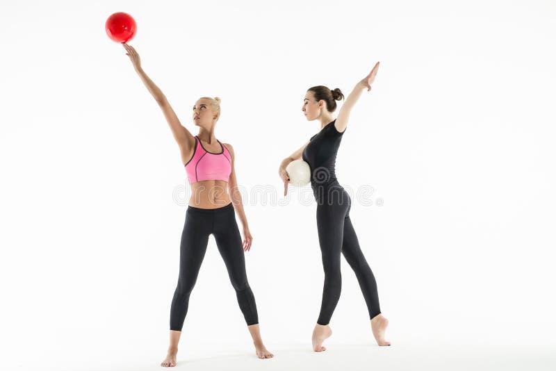 2 девушки с шариками стоковое фото rf